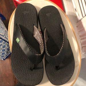 EUC Black Reef Leather Flip Flop Sandals